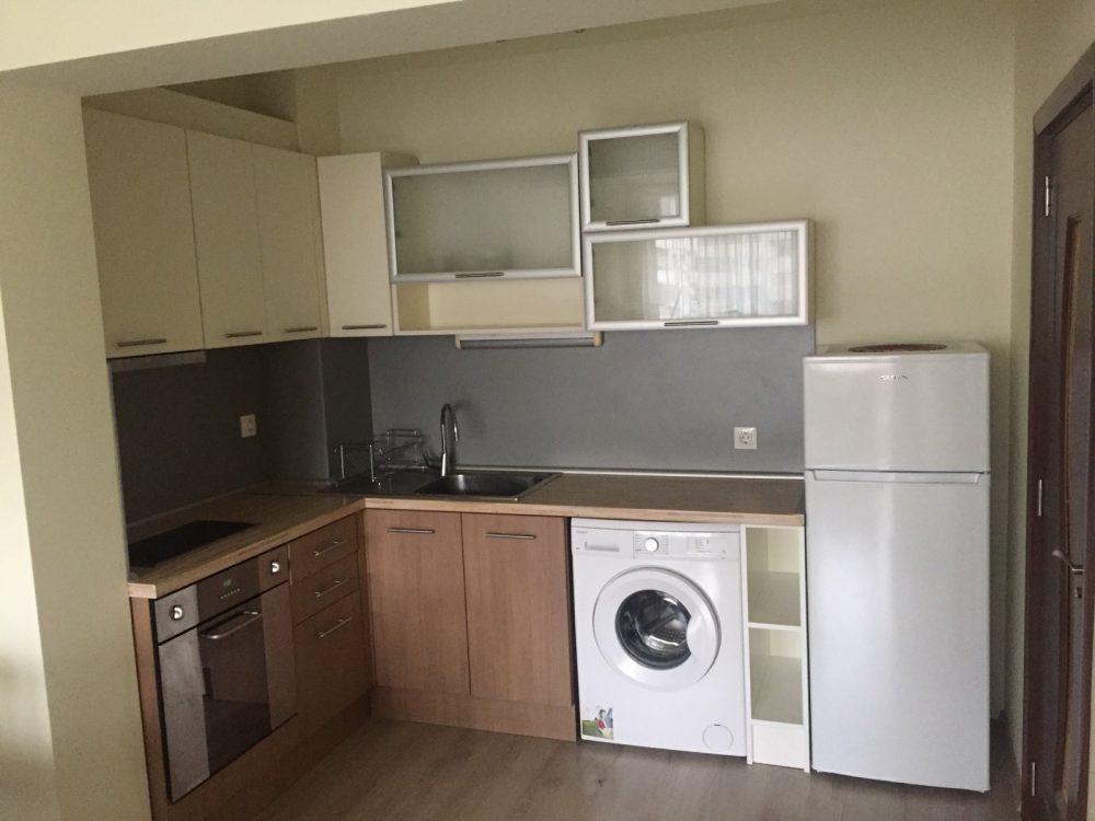 Двустаен апартамент в Младост с паркомясто, София