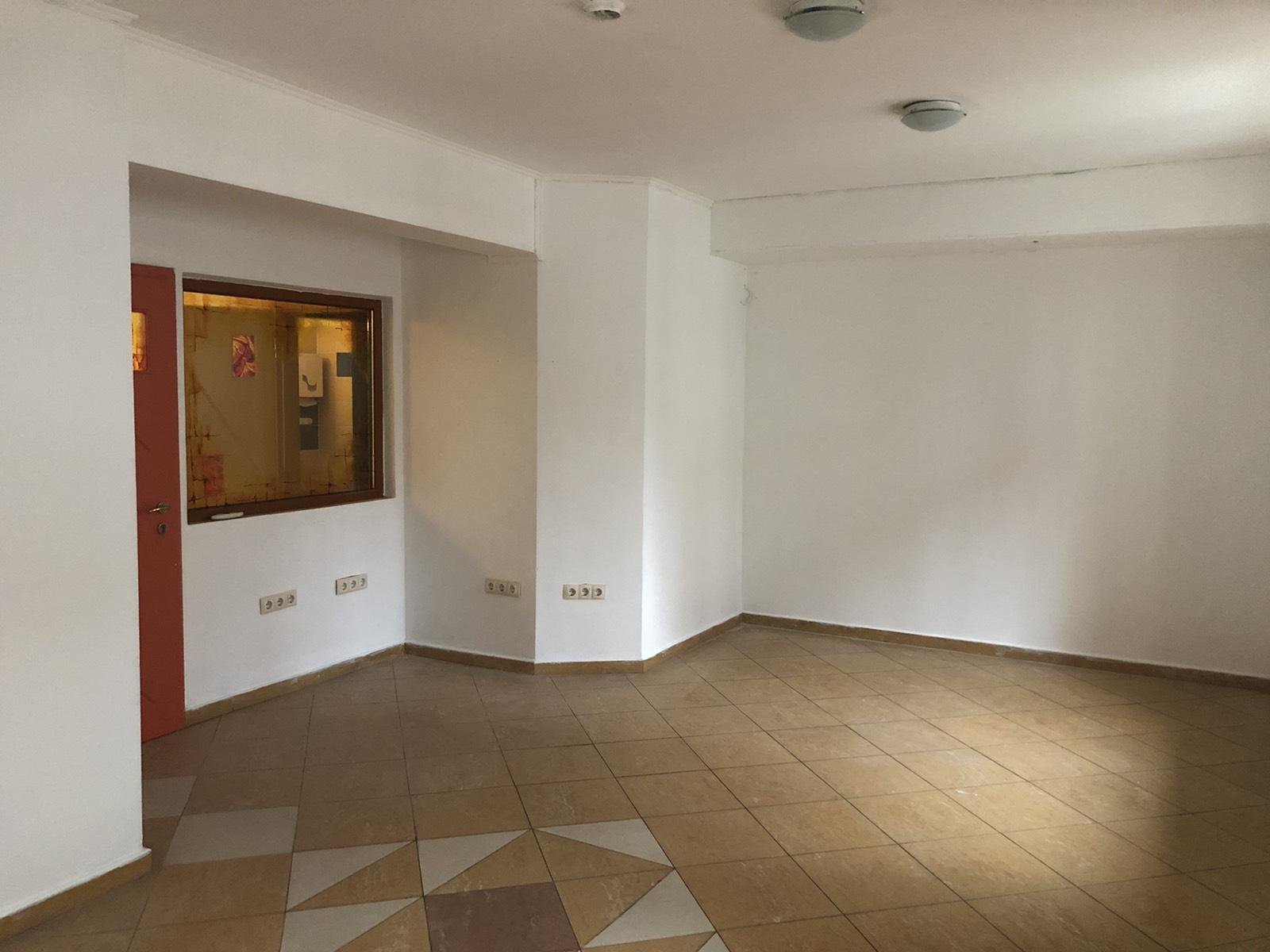 Удобен и уютен офис в центъра на София под наем