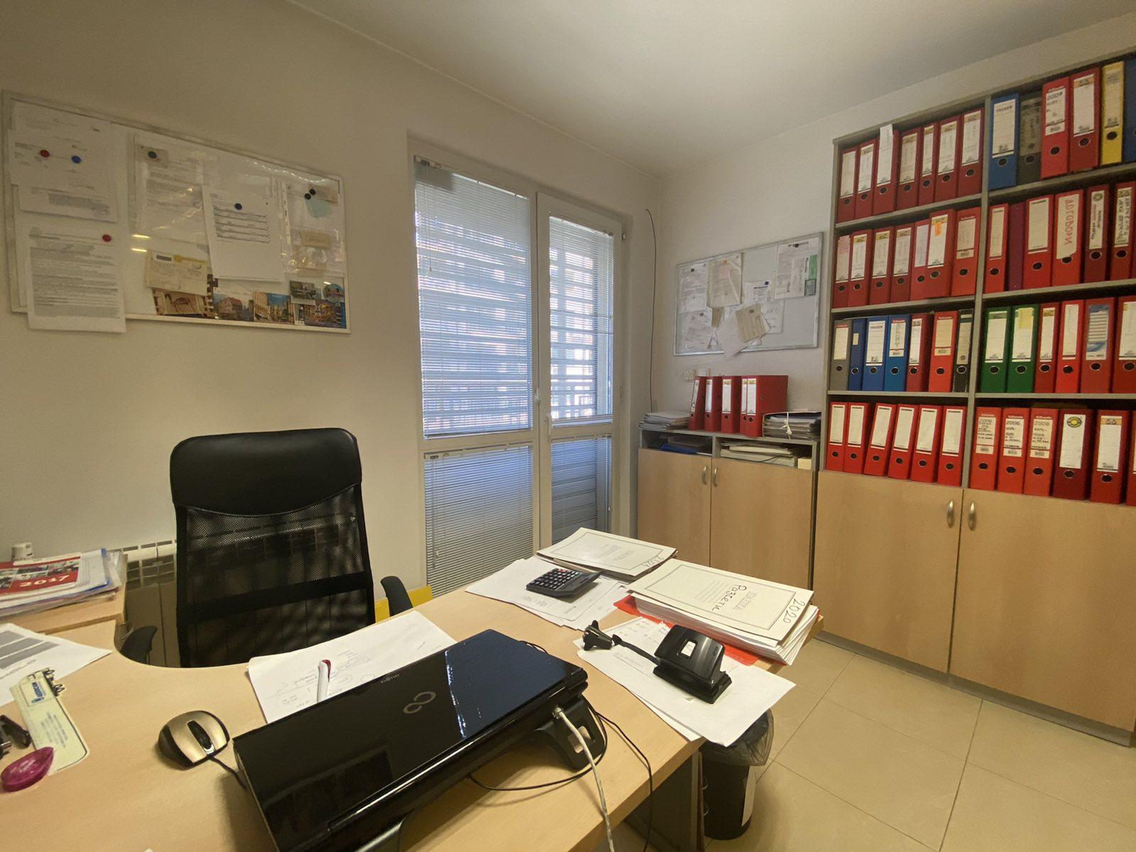 Продава офис в нова сграда Бели Брези